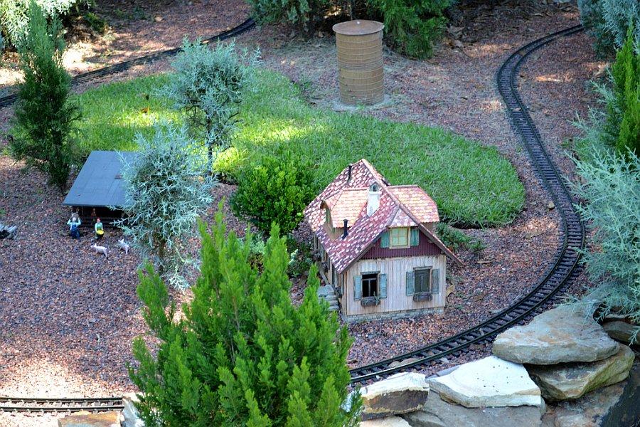 Epcot\'s Garden Railway Miniature Train [Disney P.I. | Disney Dispatch]